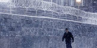 """Muro de Berlim na cena do filme """"Ponte dos Espiões""""."""
