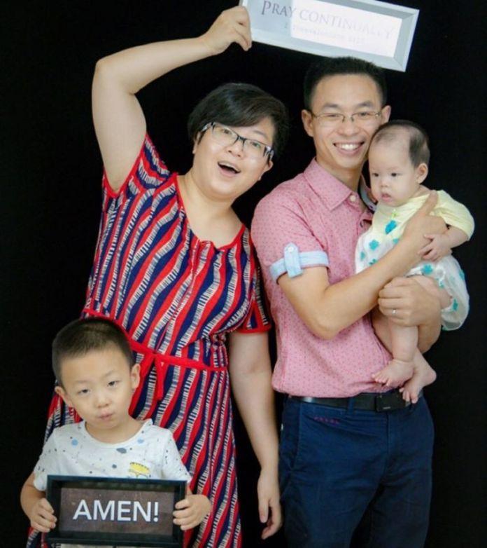 O pastor QinDefu foi condenado a quatro anos de prisão por ter recebido livros cristãos para serem usados na sua igreja.