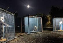 Presépio da igreja metodista Claremont United, na Califórnia, mostra Jesus, Maria e José separados em jaulas - Karen Clark Ristine no Facebook