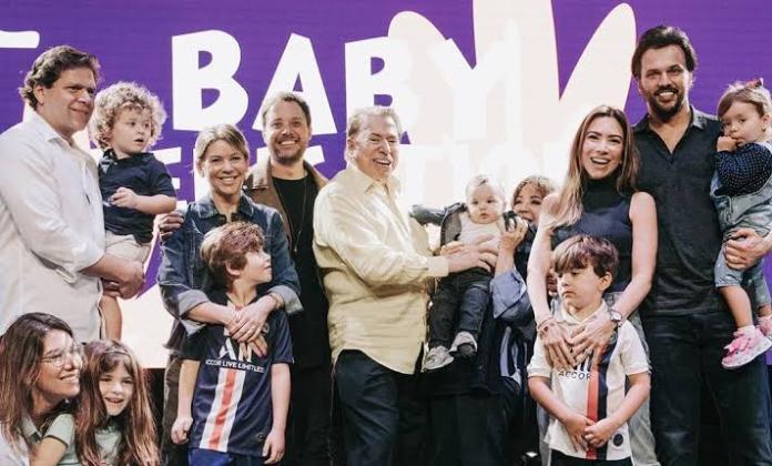 Família Abravanel participa da consagração de filho caçula de Patrícia, na Igreja Batista da Lagoinha de Orlando. (Foto: Reprodução/Instagram)