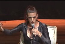 O travesti Vitor Zaparoli Borgheresi usa o nome social Amanda Palha e é militante dos movimentos LGBT e feminista, além de autor de obras comunistas. (Imagem: Youtube)