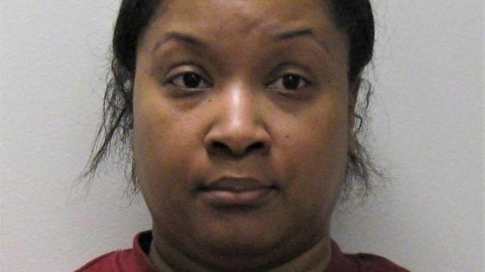 A voluntária Taisha D. Smith-DeJoseph, 43 anos, é acusada de desviar R$2,4 milhões de igreja nos EUA Imagem: Divulgação/Promotoria do condado de Burlington