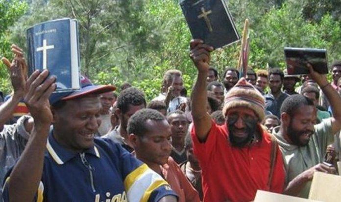 A Papua-Nova Guiné é altamente cristianizada, com cerca de 70 por cento das pessoas indicando fé pessoal em Jesus. (Foto: Reprodução / Bible Society)