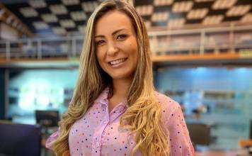 Andressa Urach surpreendeu seguidores ao aparecer com visual semelhante ao que usava quando era Miss Bumbum (Foto: Reprodução)