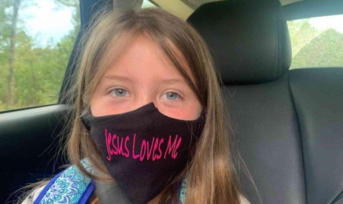 Lydia Booth foi proibida de usar sua máscara com a inscrição