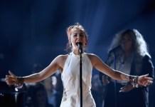 Lauren Daigle se apresenta no palco durante o Billboard Music Awards de 2019 no MGM Grand Garden Arena em 1º de maio de 2019 em Las Vegas, Nevada.