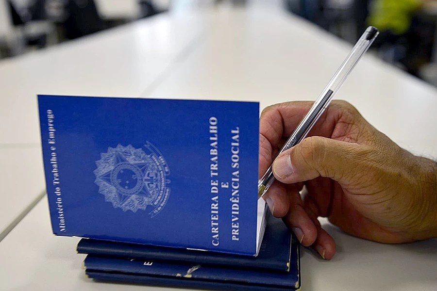Read more about the article Acordo permite reduzir salários de 10 mil trabalhadores