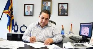 Read more about the article Prefeito sanciona lei que aumenta de 12 para 16 mil salário de secretários