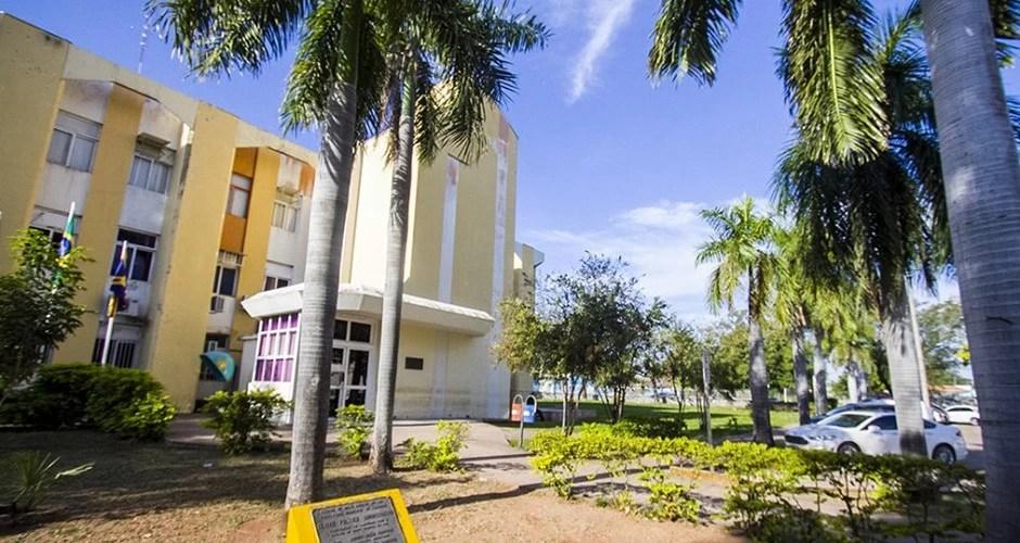 Read more about the article Em dois dias prefeito nomeia mais de 150 servidores comissionados em Corumbá