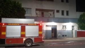 Read more about the article Bombeiros combatem incêndio em conveniência na rua Cabral