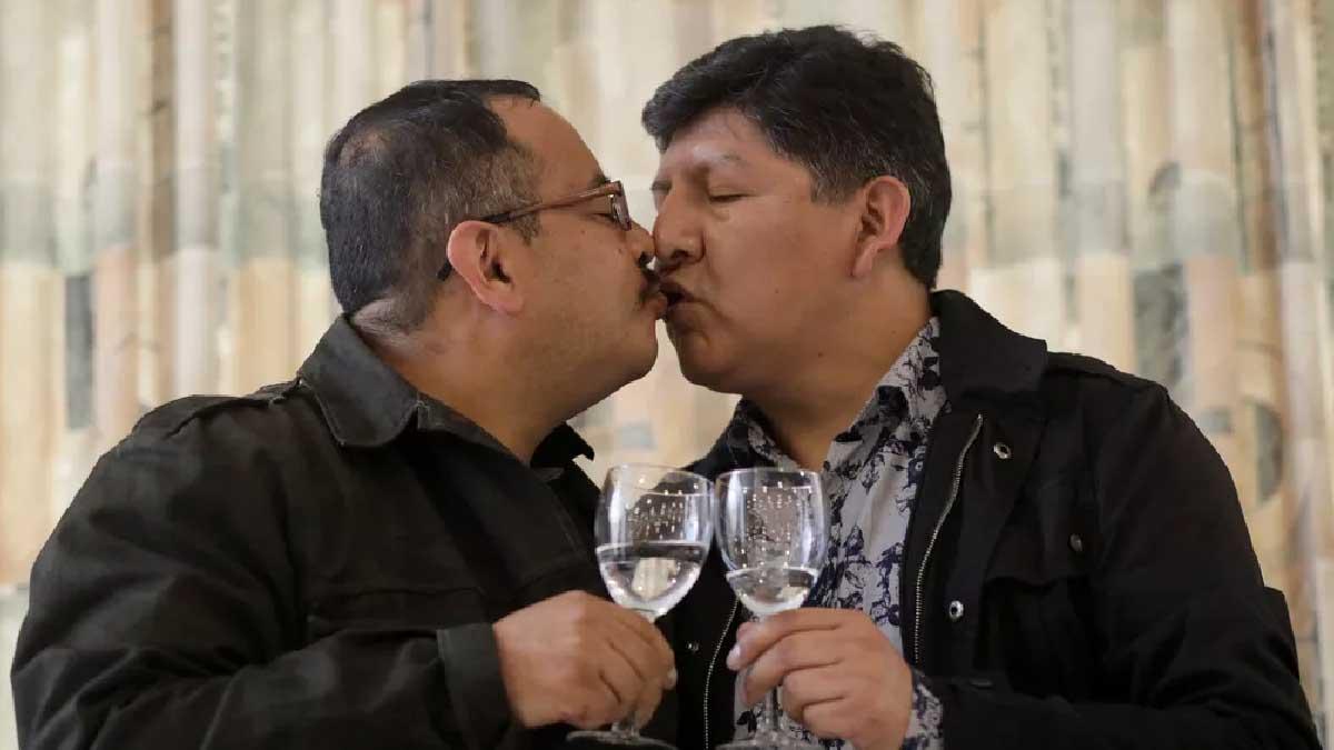 Read more about the article Primeiro casamento entre pessoas do mesmo sexo é reconhecido em registro civil na Bolívia