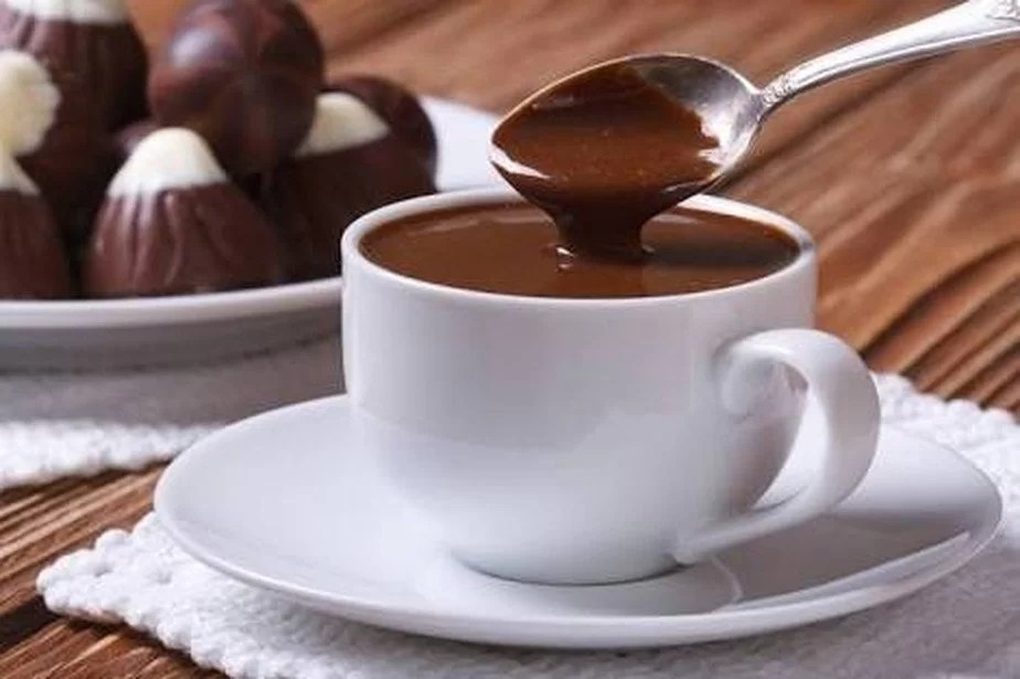 You are currently viewing Chocolate quente cremoso com poucos ingredientes