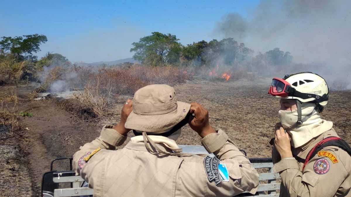 You are currently viewing Bombeiros prosseguem no combate aos incêndios na região do Pantanal