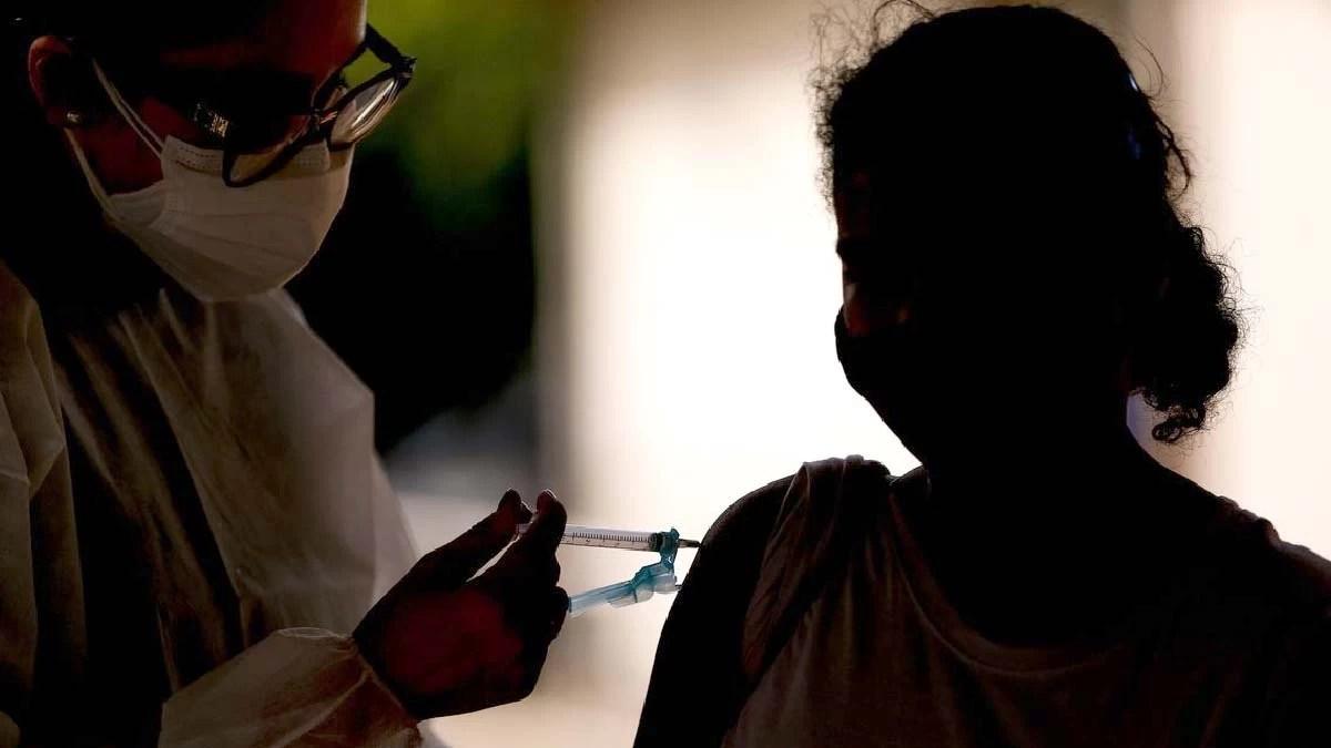 You are currently viewing Covid-19: Brasil tem mais de 200 milhões de doses de vacinas aplicadas