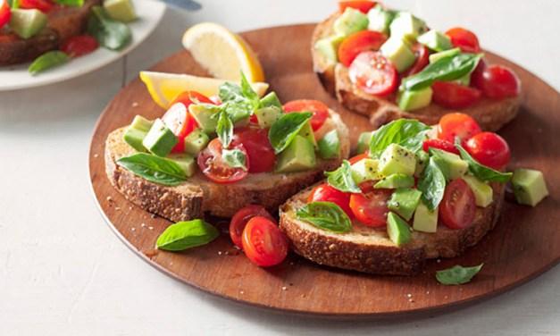 Bruschetta med avocado og tomat