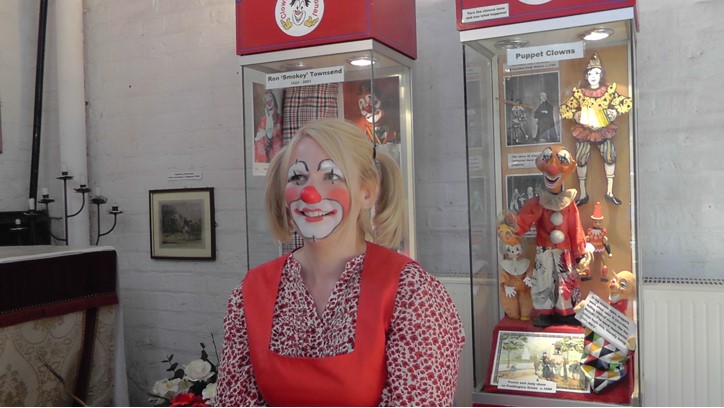 Mattie Faint, one of the clowns from Dalston Clowns Gallery, designing Helen's clown face.