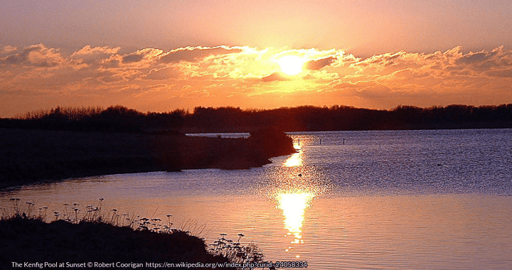 The Kenfig Pool at Sunset © Robert Coorigan https://en.wikipedia.org/w/index.php?curid=24058334