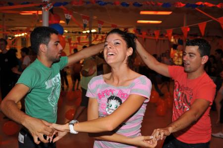 Israel dances with Serbia LateNiter