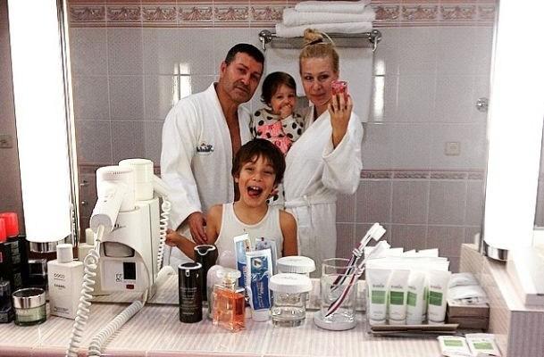 porodica djogani u kupatilu