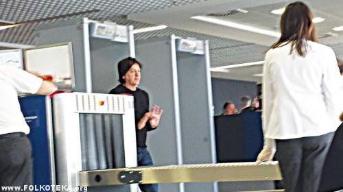 cola na aerodromu