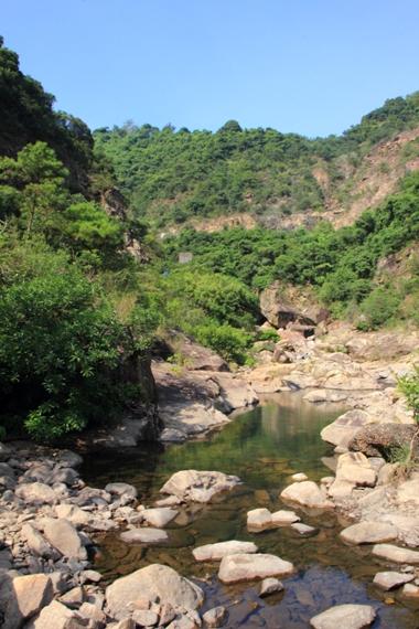 峽谷內的石澗