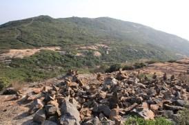 行山人士堆砌的石堆