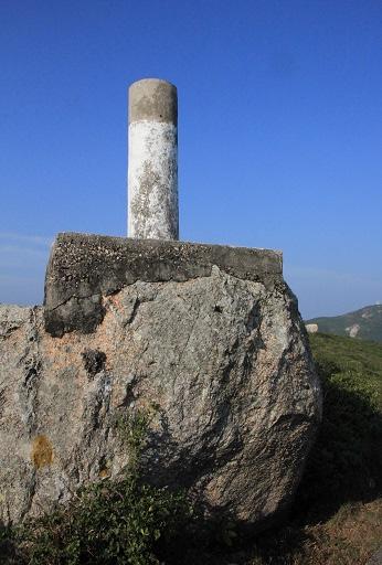 牛湖頂的標高柱