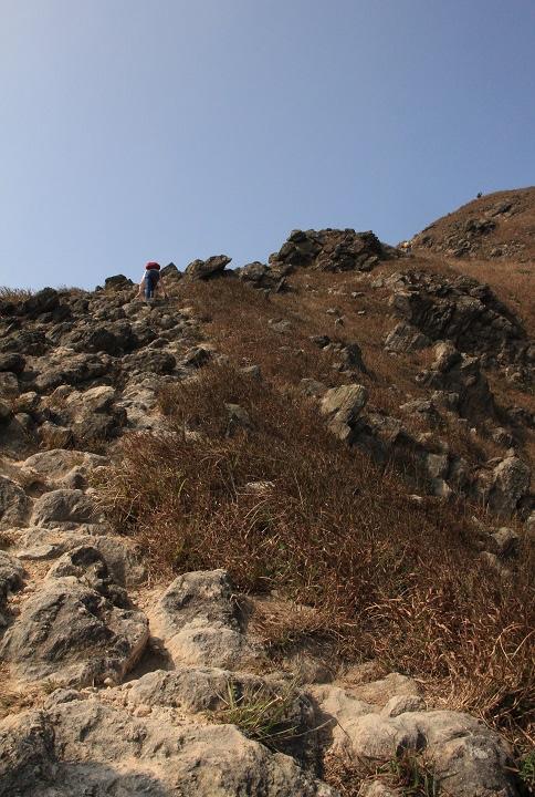 崎嶇的登山路
