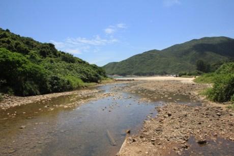 溪水流出西灣