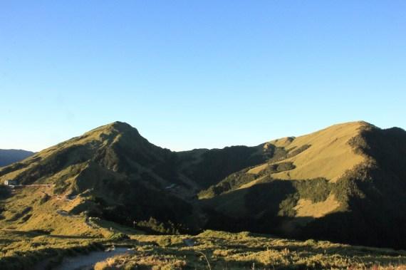 從石門山看合歡東峰及主峰