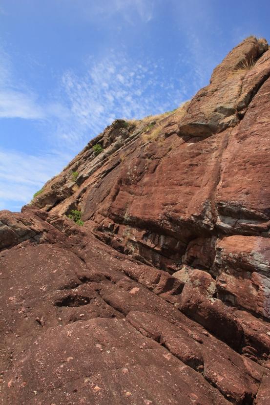 灰紅色的岩石
