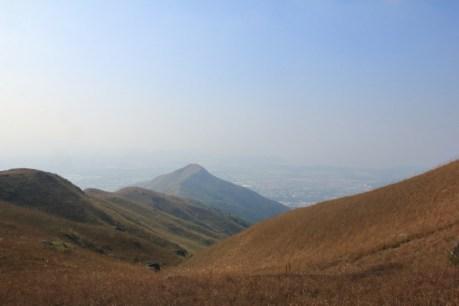 遠處是雞公山