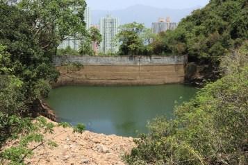石澗前的牛烏水塘