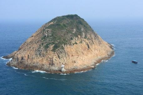 島形極似一隻倒轉的飯碗