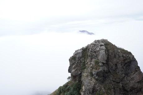 雲海下的羅漢塔