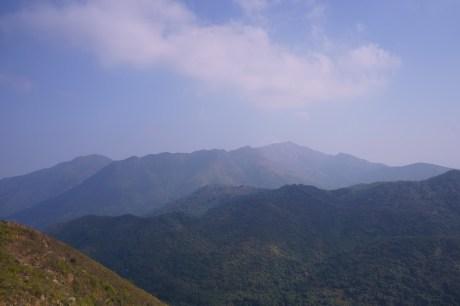 遠處的屏風山及黃嶺