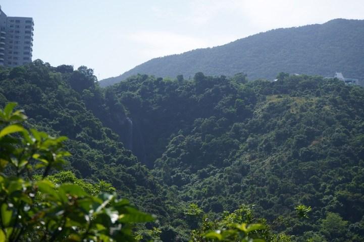 山徑上可眺望白水碗飛瀑