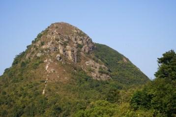 攀登婆髻山
