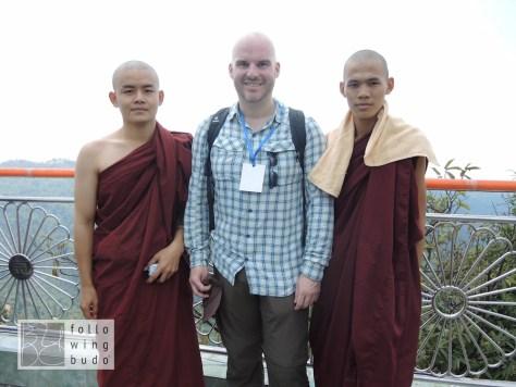 Die Mönche wollten ein Foto mit mir. Nicht umgekehrt. :-)