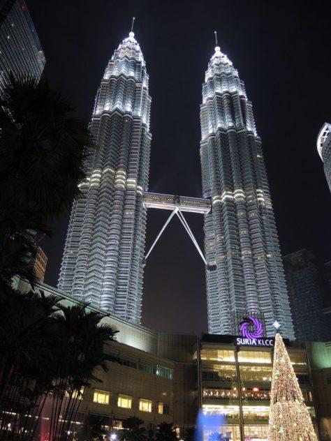 Fehlt auch nicht im muslimisch geprägten Malaysia: der überdimensionierte Weihnachtsbaum