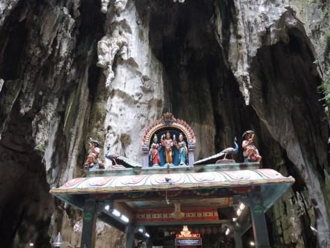 Einer der Hindu Schreine im Inneren der Höhle