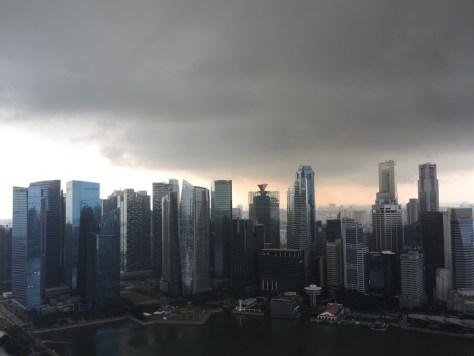 Fast wie aus einem Science Fiction Film. Unwetterkapriolen über Singapur.