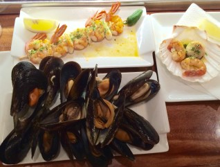 Mussels, prawns and scallops at Taberna do Bispo