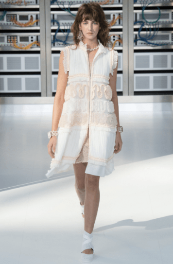 sleeveless-pleated-dress-with-center-slit-top-and-bottom-followmeesh-chanel-ss17