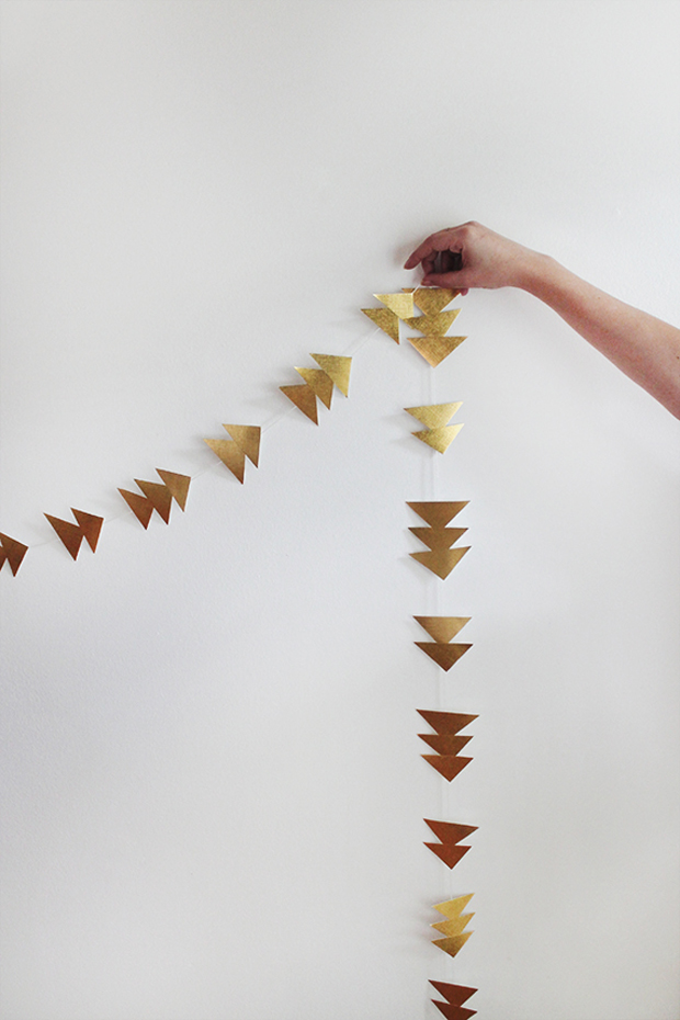 follow-the-colours-diy-triangle-gold-garland