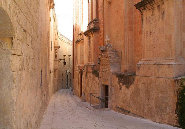 follow-the-colours-Game-Of-Thrones-Mdina-malta