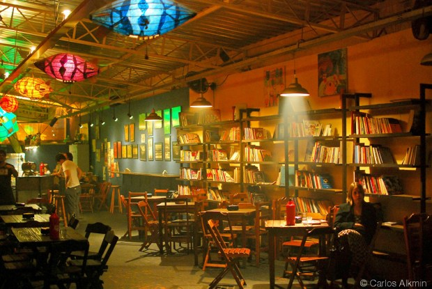 """Alternative bookstore (""""Livraria da Esquina"""") interior - Sao Paulo - by Carlos Alkmin"""