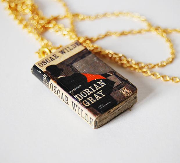 Acessórios colares livros bunnyhell dorian gray