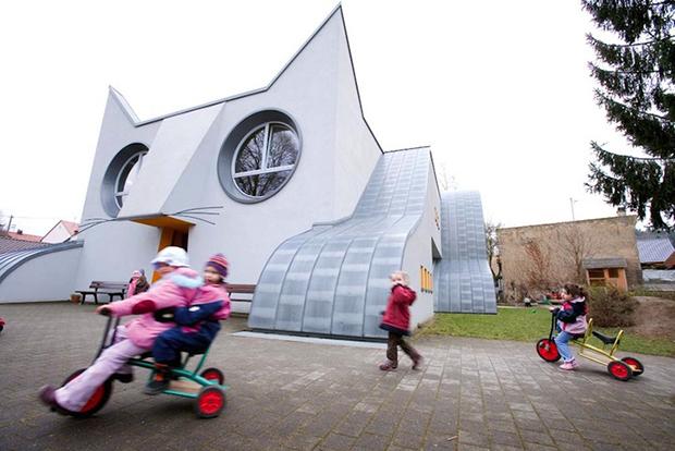 escola infantil gato gigante alemanha arquitetura Die Katze