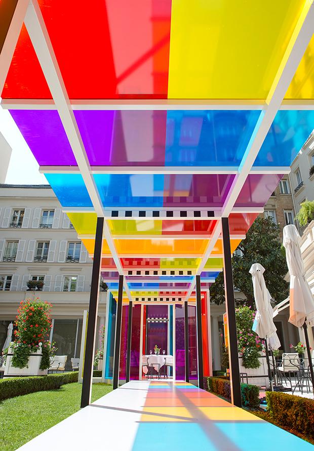 follow-the-colours-daniel-buren-coloree-une-pause-le-bristol-paris-03